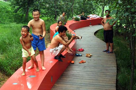 The Red Ribbon Park   TURENSCAPE (Image courtesy of Prof. Kongjian Yu)