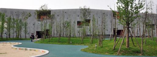 Kindergarten at Jiading New Village . Jiading   Atelier Deshaus [2010]