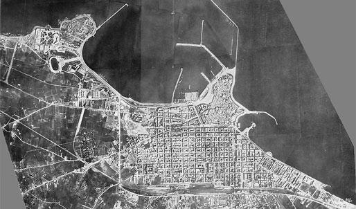 Bari vista dall'aereo. 1937 | Borgo e Città Vecchia nei Piani Regolatori di Bari