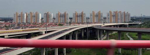 Embankment - Pudong Airport | June 22, 2011